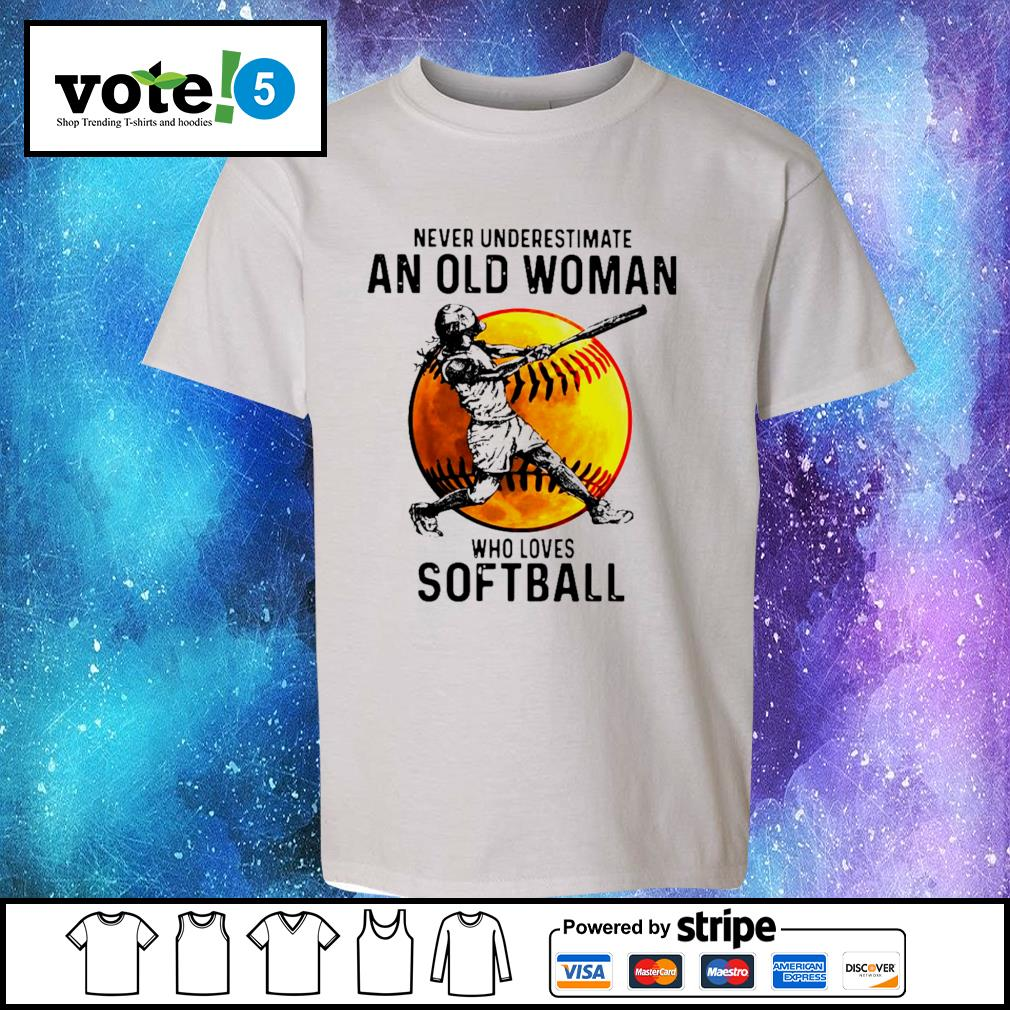 Never underestimate an old woman who loves softball s Kid-T-shirt